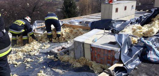Wichura zerwała dach z budynku szkoły w Zegartowicach