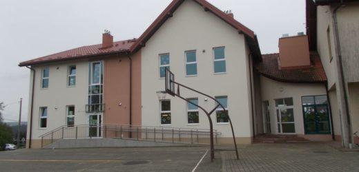 Nowy budynek SP w Brzączowicach oficjalnie otwarty