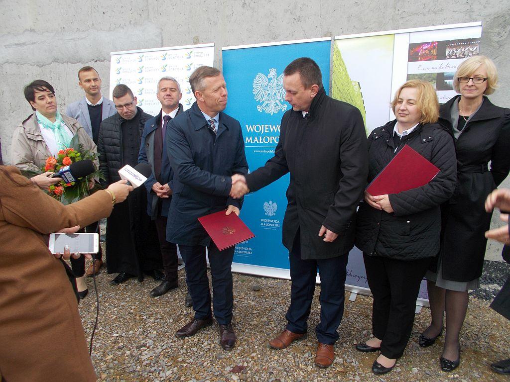3,5 miliona złotych na budowę szkoły w Dziekanowicach