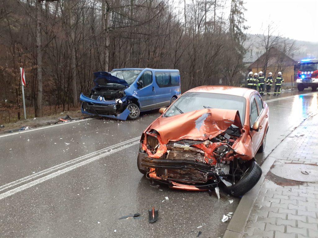 Zderzenie dwóch samochodów w Harbutowicach