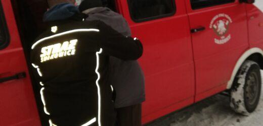 Strażacy dowożą na szczepienia
