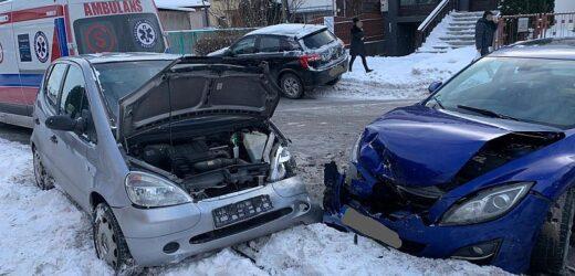 Zderzenie trzech samochodów w centrum Myślenic