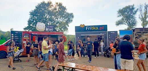 W Dobczycach można było w weekend zjeść pod chmurką
