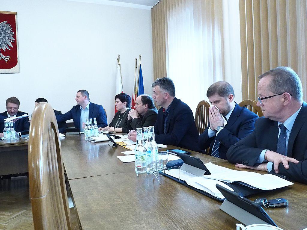 Kontrowersyjna uchwała Rady Powiatu Myślenickiego