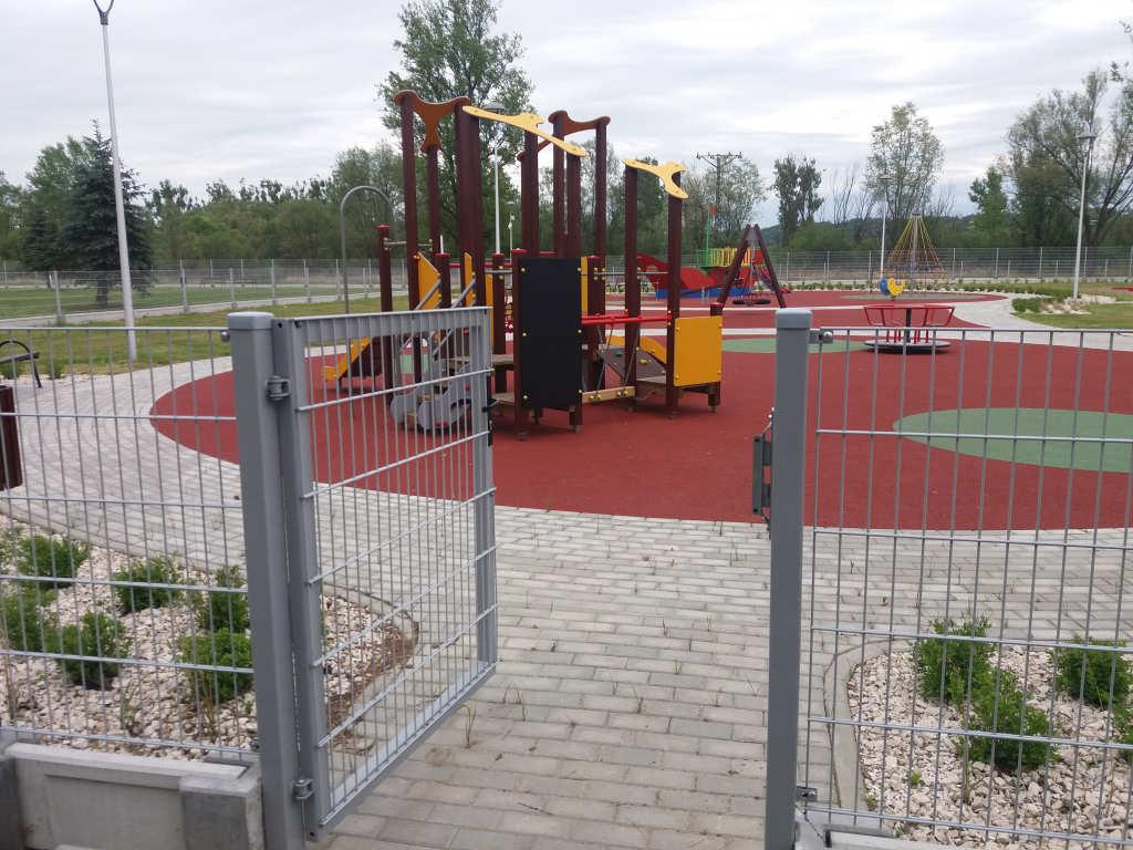 W Dobczycach otwarto park miejski