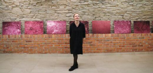 gorący artystyczny debiut Julii Piwowarczyk